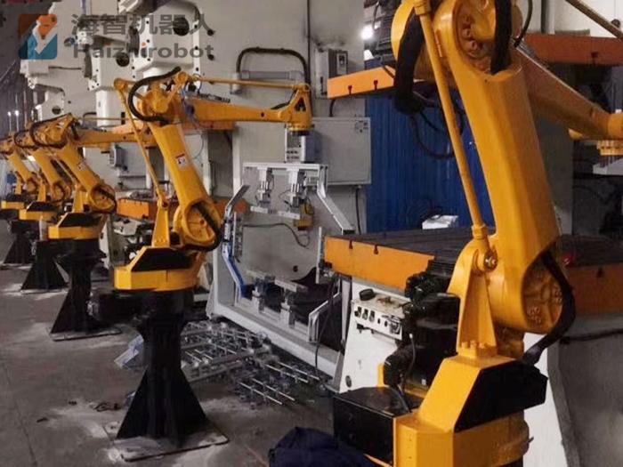 机器人冲床自动化生产!(图2)